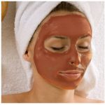 از ماسک خاک رس قرمز برای افزایش گردش خون، پاک کردن سموم پوستی،تنظیم چربی پوست،برطرف کننده لکه های پوستی،بستن منافذ باز صورت استفاده می شود.